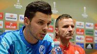 Zleva útočník Michal Ďuriš a trenér Karel Krejčí před zápasem s Rapidem Vídeň.