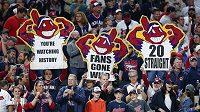 Nadšení fanoušci baseballistů Cleveland Indians oslavují rekordní výhru svých barev v MLB.