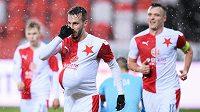 Jakub Hromada ze Slavie Praha oslavuje gól na 3:0 během utkání 3. kola MOL Cupu proti Dukle.