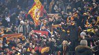 Fanoušci fotbalového klubu Galatasaray Istanbul.