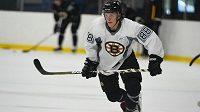 Český hokejista David Pastrňák v prvním utkání v dresu Bostonu.