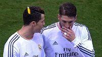 Moment, kdy Ronaldo při odchodu ze hřiště společně se Sergio Ramosem, dostal do hlavy zapalovačem.