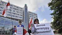 V Mladé Boleslavi se uskutečnila protestní akce proti sponzorování hokejového mistrovství světa v Bělorusku 2014 automobilkou Škoda Auto.