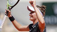 Markéta Vondroušová slaví postup do čtvrtfinále French Open.