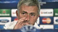 Trenér Chelsea José Mourinho na tiskové konferenci před utkáním Ligy mistrů v Bukurešti.