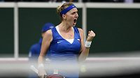 Česká tenistka Petra Kvitová oslavuje vítězství v prvním utkání finále Fed Cupu s Andreou Petkovicovou z Německa.