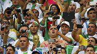 Fanoušci Alžírska během utkání s Jižní Koreou.