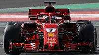 Pilot Ferrari Kimi Räikkönen při testech na okruhu Catalunya v Barceloně.