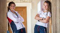 Zápasnice Adéla Hanzlíčková (vlevo) a atletka Barbora Malíková v kolekci oblečení pro druhé Evropské hry.
