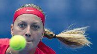 Kvitová a její soustředěný pohled v semifinále turnaje v Pekingu.