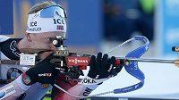 Johannes Thingnes Boe z Norska během vytrvalostního závodu na 20 km v Pokljuce.