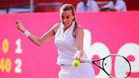 Petra Kvitová v zápase s Němkou Andreou Petkovicovou při turnaji v Berlíně.