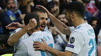 Fotbalisté Realu Madrid se radují z vyrovnávacího gólu v odvetě proti Bayernu.