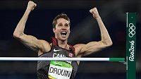 Derek Drouin z Kanady se raduje ze zisku zlaté medaile.