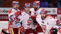 Hradecká hokejová radost! Rudolf Červený, Michal Dragoun, Tomáš Vincour a Radek Smoleňák oslavují gól.