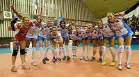 Prostějovské hráčky se fotografují po vítězném utkání nad Ostravou.