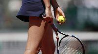 Dvakrát musela tenistka Karolína Plíšková během semifinále French Open nuceně měnit raketu.