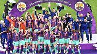 Fotbalistky Barcelony slaví trimuf v Lize mistryň.