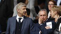 Trenér Arsenalu Arséne Wenger (vlevo) a Gerard Houllier jsou častými hosty letošního ME.