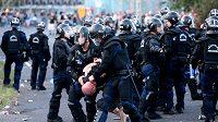Nepokoje a výtržnosti fanoušků před kvalifikačním fotbalovým duelem Maďarska s Rumunskem.