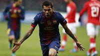 Obránce Barcelony Daniel Alves se raduje z gólu do sítě Spartaku Moskva v utkání Ligy mistrů
