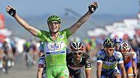 Německý cyklista John Degenkolb se raduje ze svého triumfu v sedmé etapě Vuelty