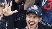 Německý pilot Sebastian Vettel se raduje z titulu mistra světa.