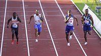 Finiš sprintu na 100 metrů na mítinku Gatesheadu.