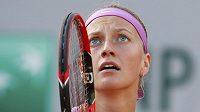 Petra Kvitová se v osmifinále French Open trápila s Timeou Bacsinszkou natolik, že nakonec vypadla.
