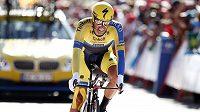 Španělský cyklista Alberto Contador na trati Vuelty.