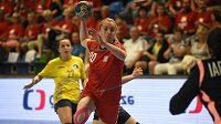 Česká házenkářka Veronika Malá během kvalifikačního zápasu ME s Ukrajinou.