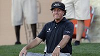 Phil Mickelson na greenu 16. jamky při Texas Open golf tournament.