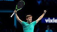 David Goffin se raduje z vítězství nad Rafaelem Nadalem na Turnaji mistrů. Šestadvacetiletý tenista povede jako jednička Belgii ve finále DC s Francií.