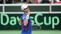 Tenista Tomáš Berdych oslavuje vítězství po utkání 1. kola Davis Cupu s nizozemským Igorem Sijslingem.