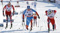 Těsný finiš závodu na 15 km s hromadným startem ve švédském Falunu. Zleva třetí Martin Johnsrud Sundby, druhý Maxim Vylegžanin a vítězný Eldar Rönning.