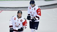 Jakub Vrána (vlevo) v dresu Linköpingu v hokejové Lize mistrů.