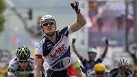 Němec André Greipel se raduje z vítězství ve 4. etapě na Tour de France.