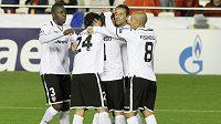 Fotbalisté Valencie se radují po trefě do sítě BATE Borisov.
