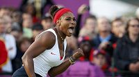 Americká tenistka Serena Williamsová se raduje z postupu na olympijských hrách.