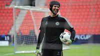 Gólman Chelsea Petr Čech už vyhlíží svůj návrat mezi tyče.