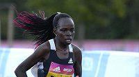 Keňská běžkyně Peres Jepchirchirová na trati pražslého půlmaratonu.