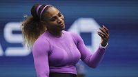 Serena Williamsová se během finále US Open ocitla v problémech.