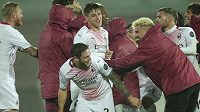 Fotbalisté AC Milán se radují z postupu přes Rio Ave.