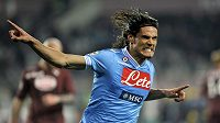 Útočník Neapole Edinson Cavani se raduje z gólu, který vstřelil Turínu.
