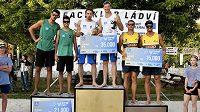 Plážoví volejbalisté Perušič se Schweinerem porazili v Praze v Beachklubu Ládví brazilskou dvojici a vyhráli Mentholka Super Cup.