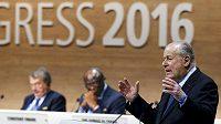Francois Carrard hovoří během kongresu FIFA v Curychu.