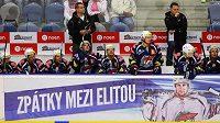 Upoutávka na mantinelu připomínala, že hokejisté Chomutova hrají znovu nejvyšší soutěž po 38 letech.