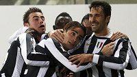 Radost fotbalistů Juventusu Turín v ligovém utkání s Cagliari