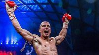 Lukáš Dvořák slaví profesionální evropský titul WMC v thajském boxu.