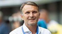 Zamyšlený trenér Opavy Roman Skuhravý.